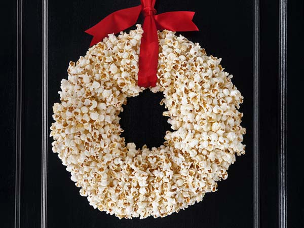 corona-de-navidad-hecha-con-palomitas-de-maiz-5