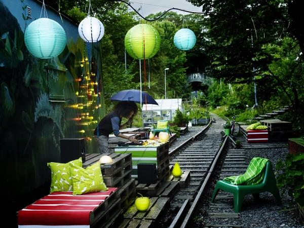 IKEA-telaraña-pared-SKRUV-adorno-SOLVINDEN-lampara-SOLVINDEN-funda-cojin-SOMMAR-colcha-SOMMAR-sillon-BUNSO-catalogo-primavera-2015-PH123004