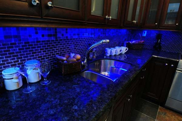 Decoraci n iluminaci n decorativa con tiras de luces led for Tira led cocina