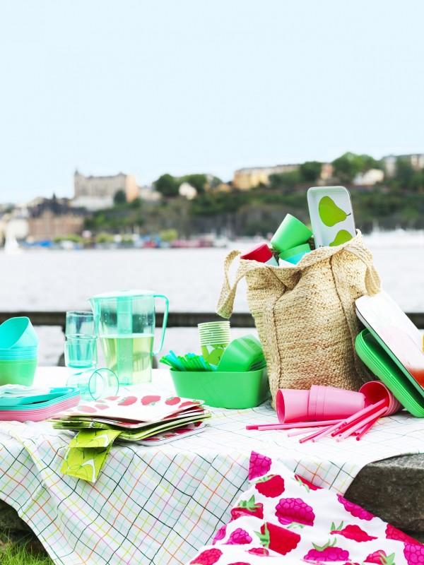 IKEA-plato-cuenco-vasos-servilletas-papel-mantel-pajitas-bandeja-serie-SOMMAR-catalogo-primavera-2015-PH123081
