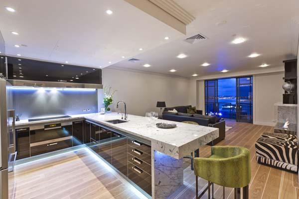 cocina-con-muebles-de-alto-brillo