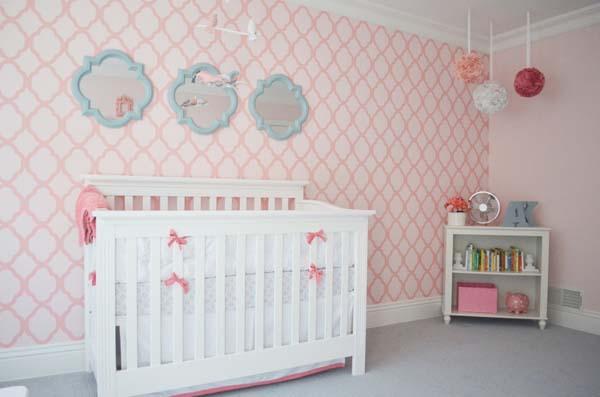 habitacion-de-bebe-con-papel-pintado